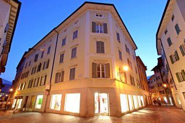 Appartamento in affito - Foto palazzo notturna, Rovereto, via delle Scuole 1 - Toxon S.p.A.