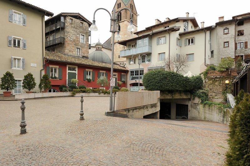 Trento – P.tta B. Lunelli, 14 – posto MOTO [Affitto Garage]