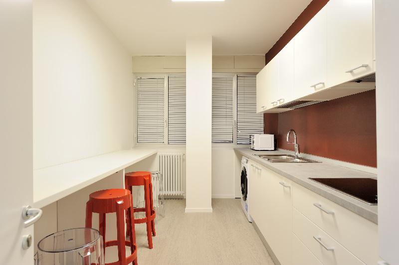 Stanze singole e doppie per studenti trento vicino alle for Costo per aggiungere garage e stanza bonus